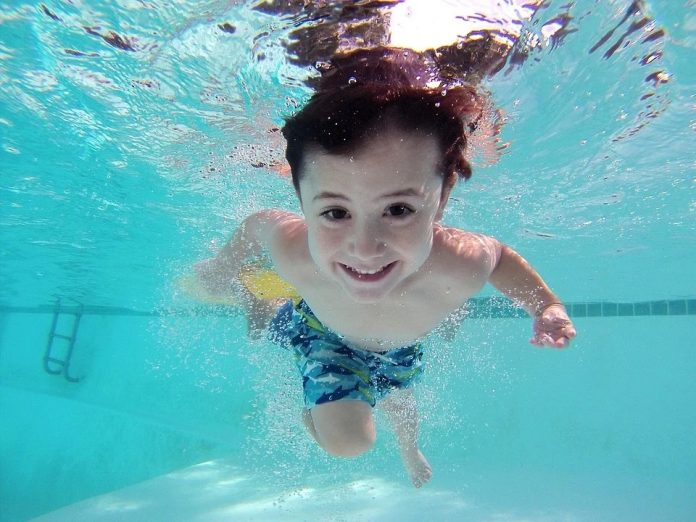 estate, ragazzi, piscina
